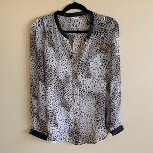 DKNYC woman's animal print top (L).